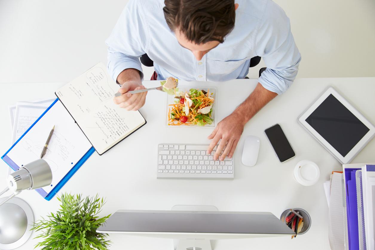 Que debemos comer para mejorar la productividad en el trabajo.