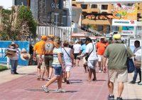 Expertos fiscales proponen gravar  más impuestos al turismo.